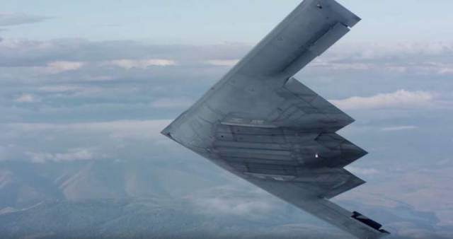 Air-to-air footage of a USAF B-2 stealth bomber (3)