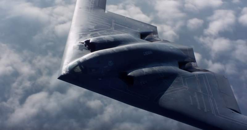 Air-to-air footage of a USAF B-2 stealth bomber (2)