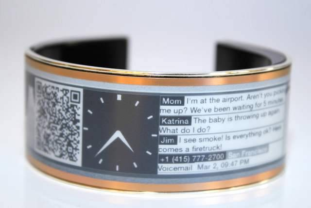 Eyecatcher- smart wearable display