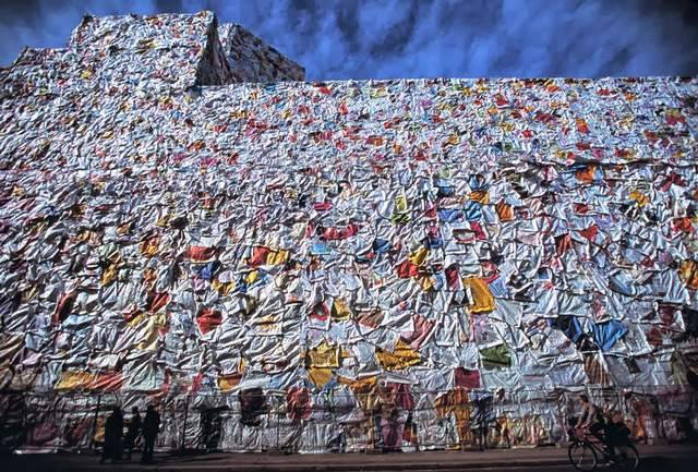 Former Berlin Post office wrapped with Love Letters (5)