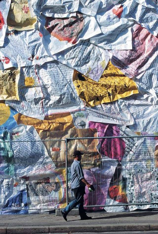 Former Berlin Post office wrapped with Love Letters (3)