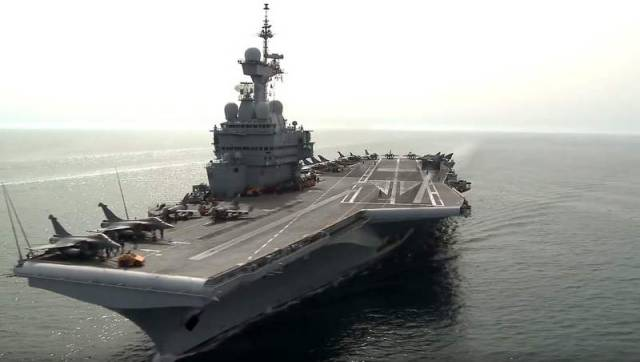 French Flight Deck Ops (2)