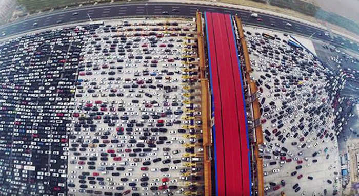 Insane-Chinese-traffic-jam-1