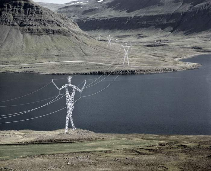 Turning Electricity Pylons into giant Human Statues (4)