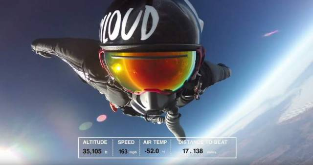A Navy SEAL breaks the Wingsuit distance record (1)