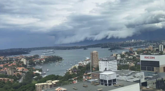 Dramatic shelf storm clouds over Sydney