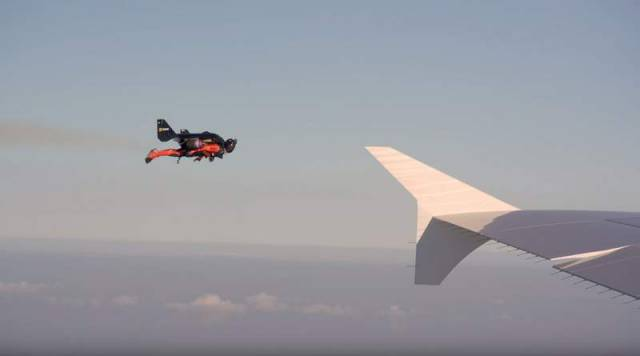 Jetmen Fly with an Airbus A380 (4)