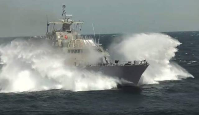 Littoral Combat Ship at high speed (3)