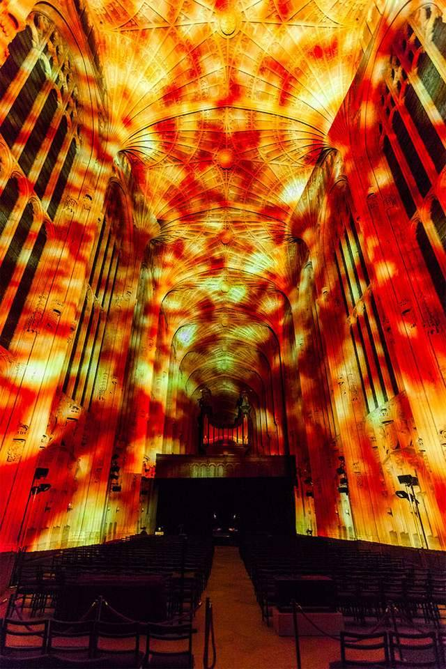 Projection Mapping on King's College Chapel (7)