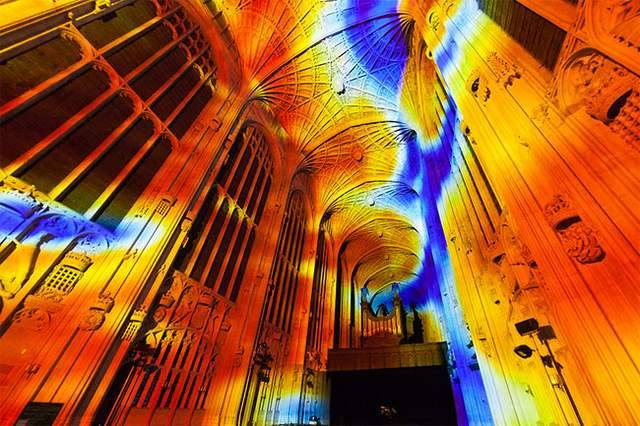 Projection Mapping on King's College Chapel (1)