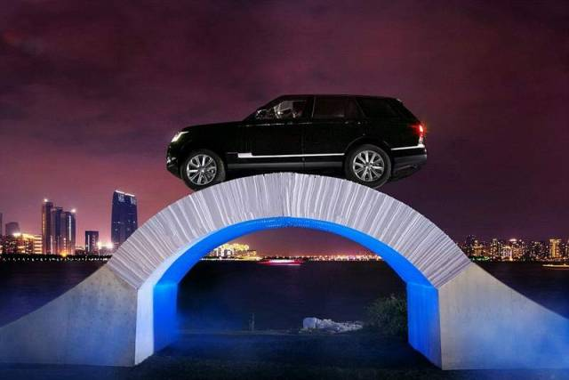 Range Rover drives over a bridge made of Paper (4)