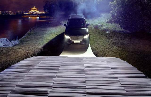 Range Rover drives over a bridge made of Paper (3)