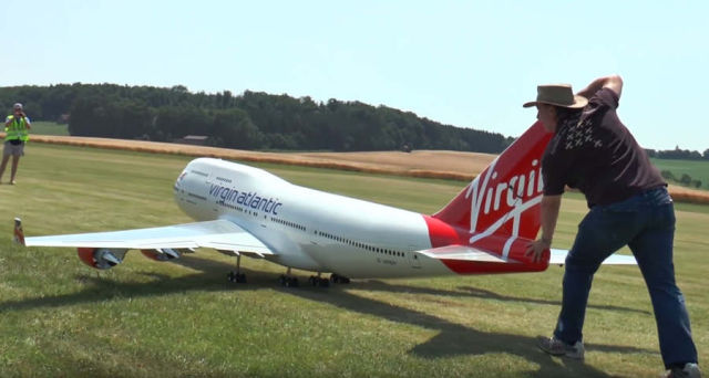 Boeing 747 detailed giant RC Model