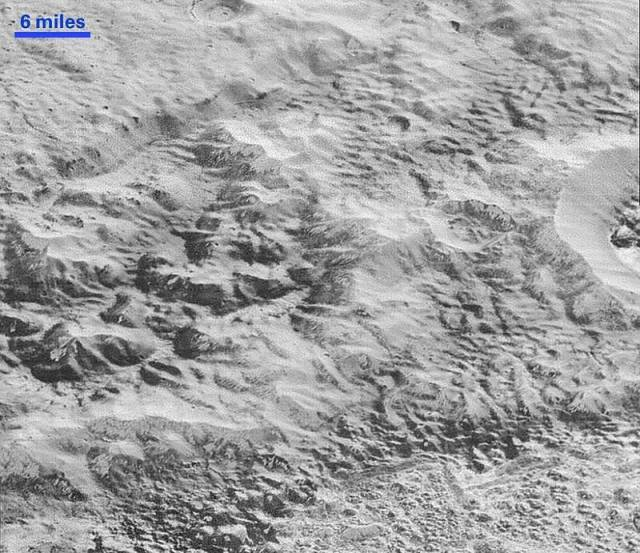 New amazing images from Pluto's surface (4)