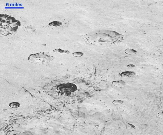 New amazing images from Pluto's surface (3)