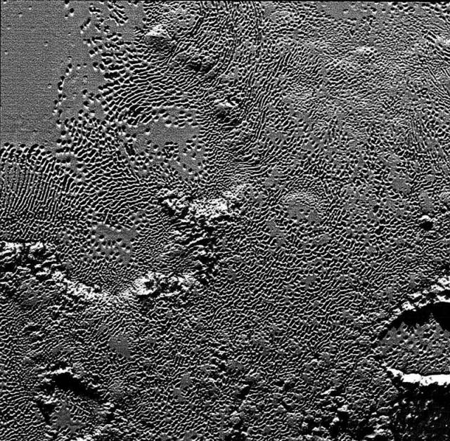 New amazing images from Pluto's surface (2)