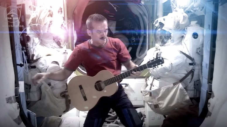 astronaut sings space oddity - photo #11