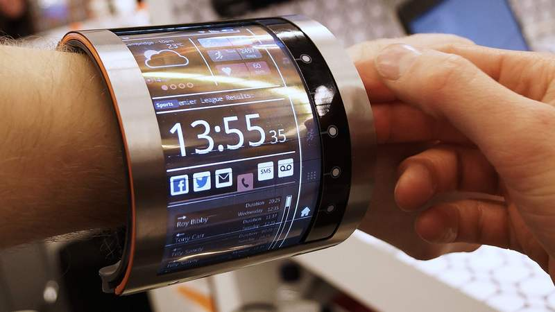 Flexible 4.7-inch organic LCD smartwatch