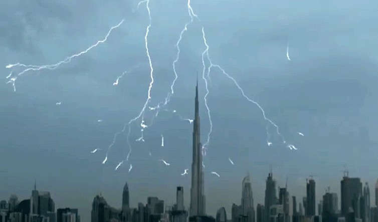 Frightening thunderstorm over Dubai