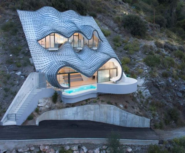 Residence with a wavy zinc-covered roof in Spain