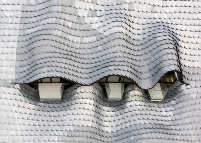 Residence with a wavy zinc-covered roof in Granada province, in Spain (3)