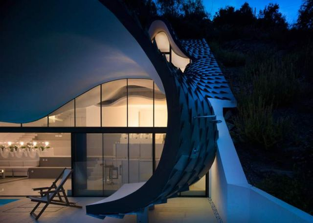 Residence with a wavy zinc-covered roof in Granada province, in Spain (1)