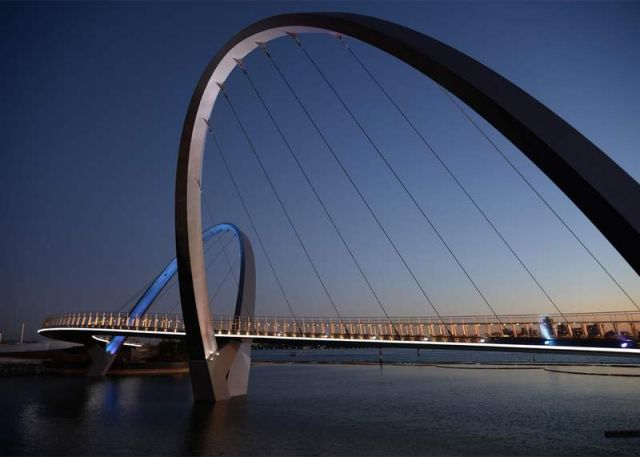 Pedestrian and cycling bridge across Perth's Swan River (4)