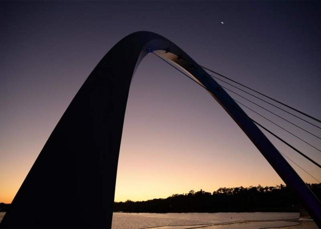 Pedestrian and cycling bridge across Perth's Swan River (3)