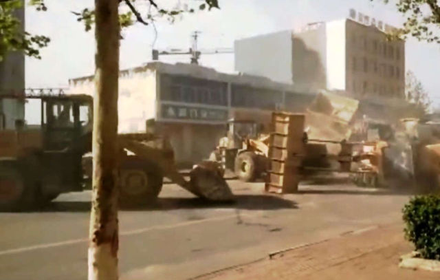 Bulldozers Battle on the streets of China