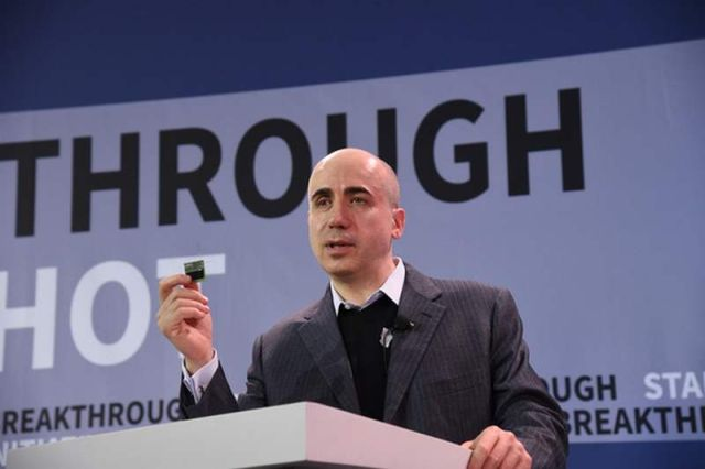 Yuri Milner announcing Breakthrough Starshot