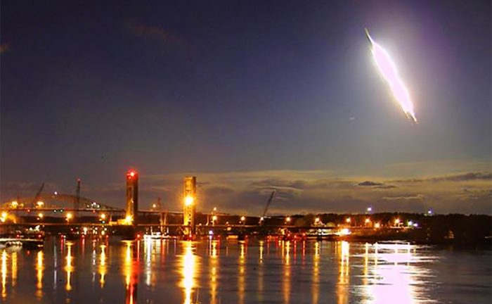 Bright Meteor soaring across U.S. Northeast (1)