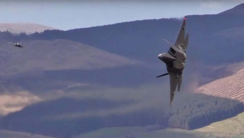 F-22 Raptor in the Mach - loop