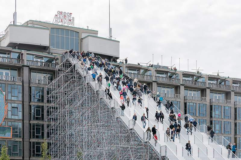 Giant scaffolding staircase in Rotterdam city center (5)