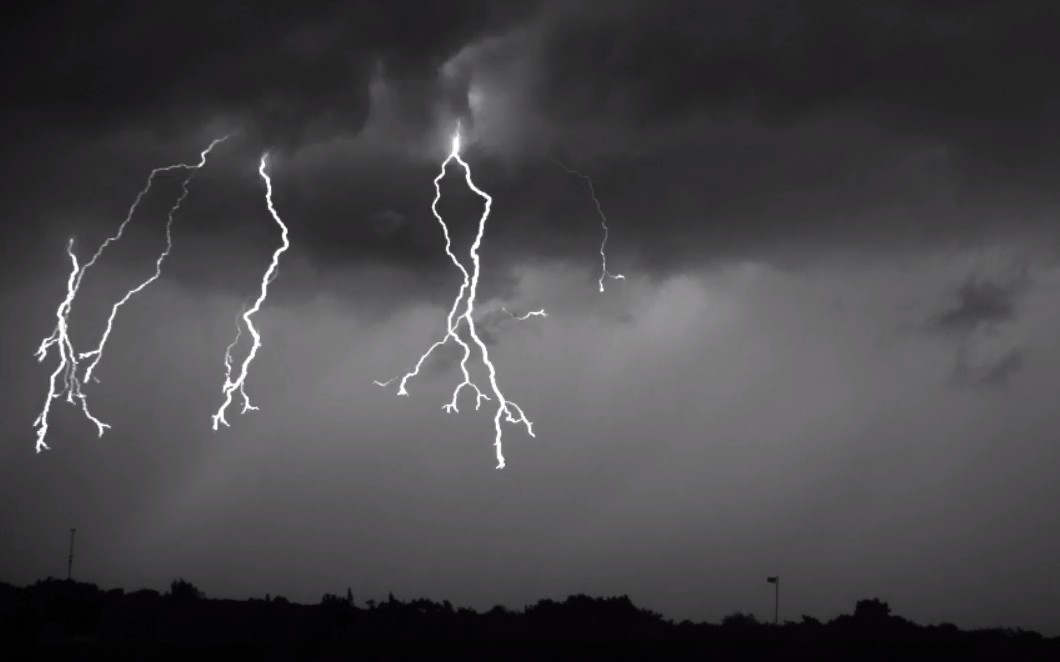 Lightning captured in Super Slow Motion