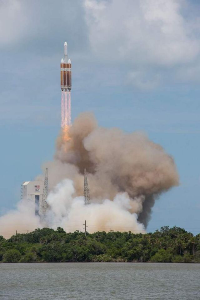 Delta IV Heavy world's Largest Rocket Launch (1)