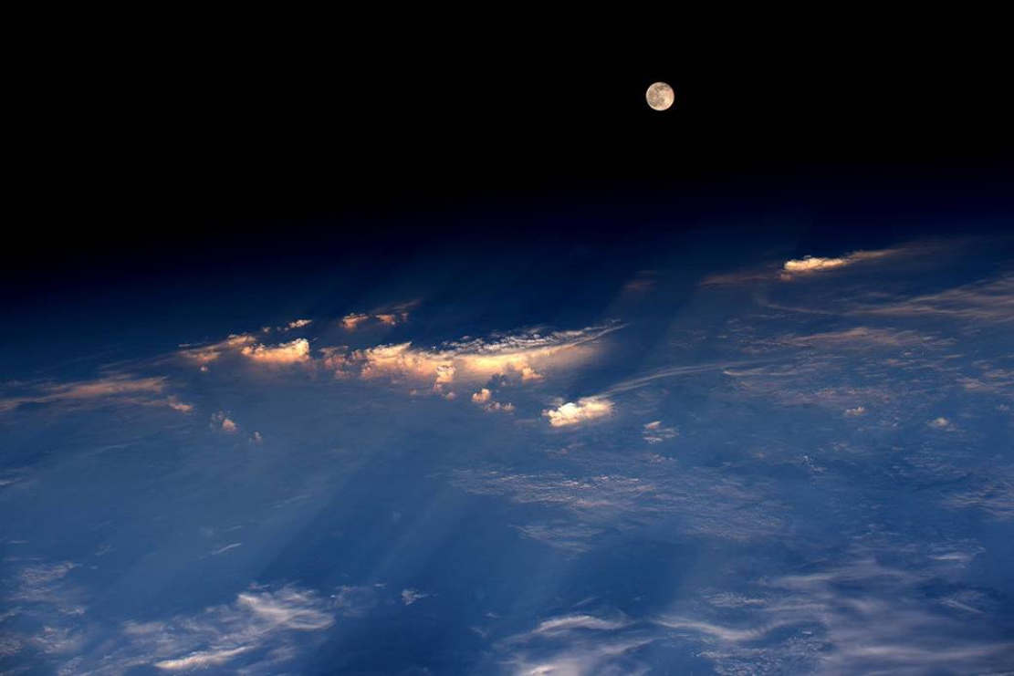 Space Station View of Jun 21Full Moon