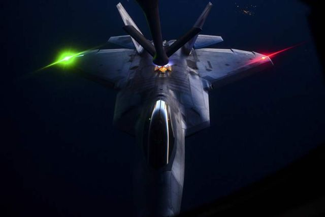 pictures of an F-22 Raptor