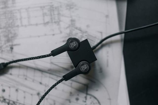 B&O Beoplay H5 wireless earphones (1)