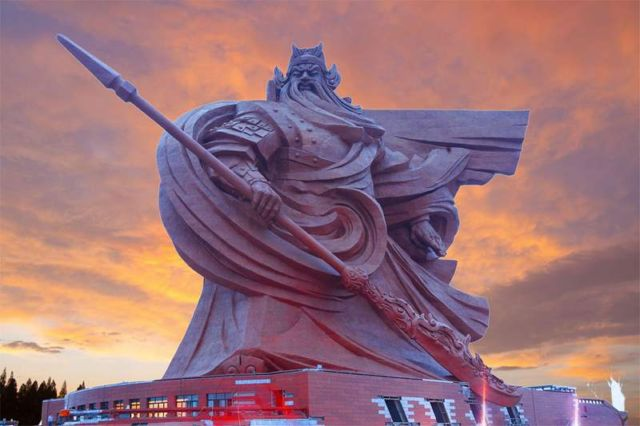 Ancient warrior/god Guan Yu statue (2)