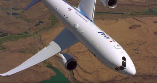 Watch Boeing maneuver this 787-9 Dreamliner (1)