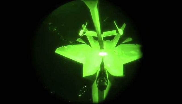 F-22 refueling during anti-ISIS missions