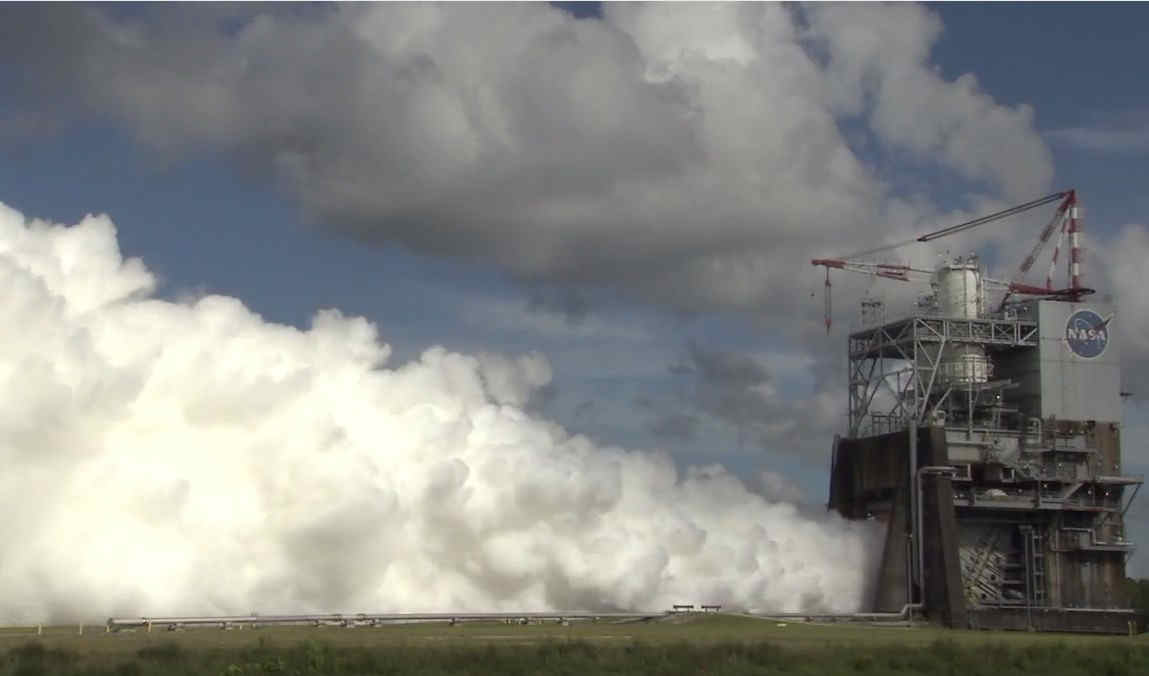 RS-25 new Rocket Engine Test Firing  (1)