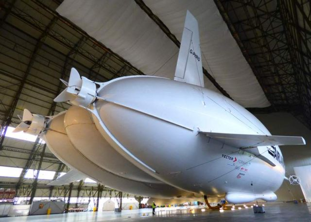 Airlander 10, world's largest airplane