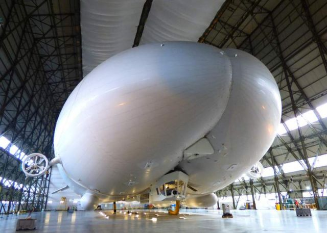 Airlander 10, world's largest airplane (3)