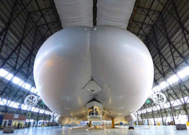 Airlander 10, world's largest airplane (1)