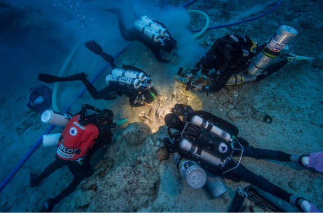 a-2000-year-old-skeleton-discovered-on-antikythera-shipwreck-1