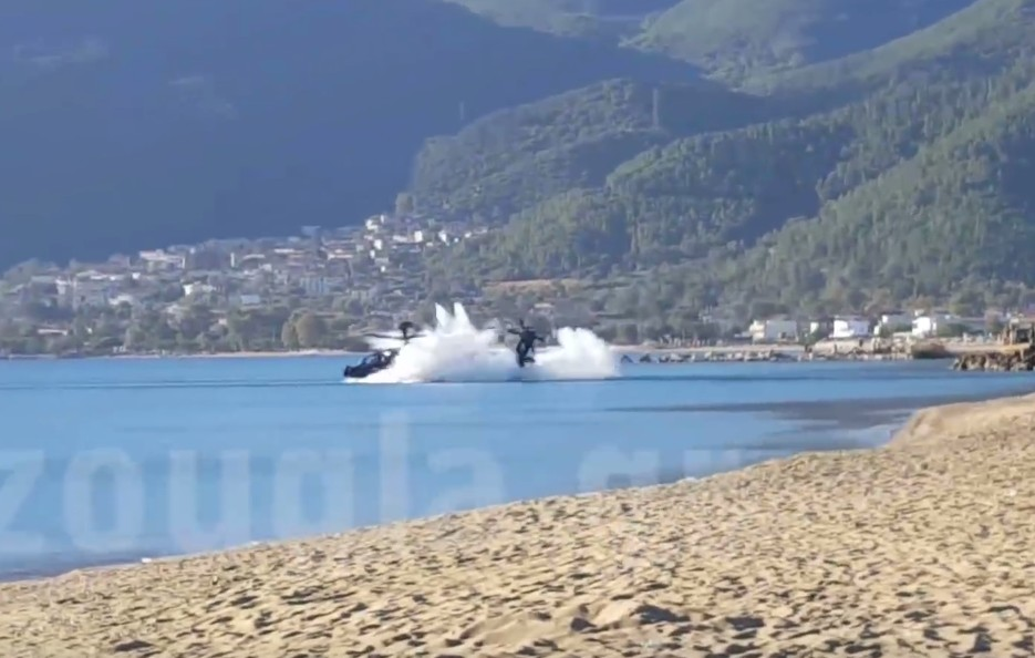 ah-64d-apache-helicopter-falls-on-the-beach-1