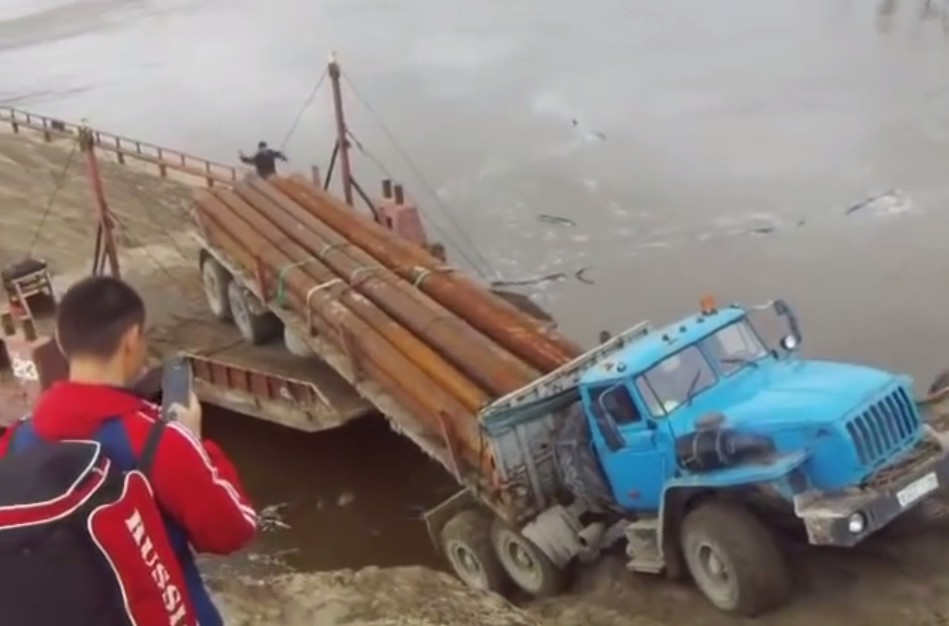 an-entire-truck-magically-disappears-1