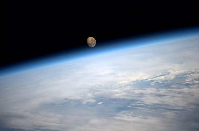 earths-atmosphere-is-slowly-leaking-oxygen-1