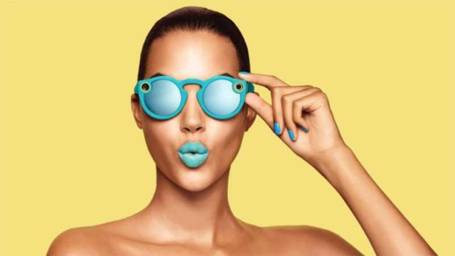 Spectacles camera-equipped sunglasses